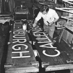 Naamborden in productie